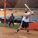RT @WilmerReina: Sandy León @sandyleon41 realiza su primera práctica de bateo de esta campaña en el Luis Aparicio #Águilas http://t.co/nLww444IdH