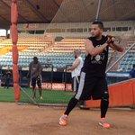 RT @WilmerReina: Freddy Galvis @freddygalvis10 toma su primera práctica de bateo de esta temporada en el Luis Aparicio #Águilas http://t.co/HNZjWRDe4S