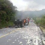 #photo #Ecuador Asalto a un blindado en vía Lago Agrio - Quito. Como escenario de película! Y el botín quemado!! http://t.co/IMdYjy91WI