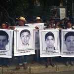 #Foto Se congregan para marcha del Ángel al Zócalo por alumnos desaparecidos de #Ayotzinapa http://t.co/MUuQ5Z2jLo