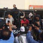 RT @ArturoCanoMx: Delincuentes comunes saquean comercios de Galerías Tamarindos, del ex alcalde Abarca. Hay varios detenidos http://t.co/Kaw4ITmrDF