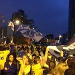 O Largo do Batata, em São Paulo, continua lotado e pedindo por Aécio @AecioNeves #Aecio45PeloBrasil http://t.co/jXkar2CYrb