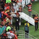 jaime perto dos torcedores agradecendo o carinho recebido. #flamengo http://t.co/Wc8NK5LrxX