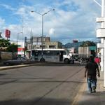 Bloqueo en la ex VW y el boulevard Manuel Ruiz. #Oaxaca #TwitterOax http://t.co/WemzS6pN7M