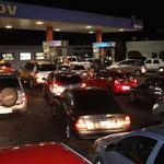 RT @napoleonbravo: Pdvsa asegura que no hay desabastecimiento de gasolina http://t.co/Y4DM52al6D http://t.co/ZOgVlwEqhB