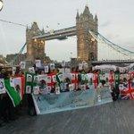 """RT @susan_ncr: Protesta #AyotzinapaSomosTodos en Londres http://t.co/gtdMvEZF90"""""""