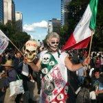 RT @REFORMACOM: Cientos de estudiantes se congregan en el Ángel para marchar al Zócalo en apoyo a normalistas de #Ayotzinapa http://t.co/isGbCHN5ER