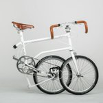 You can fold up this urban bike with a kick of your leg http://t.co/w8smIbrbTH http://t.co/yCXb48A8Hw