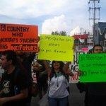 Miles de personas en Guadalajara piden justicia para #Ayotzinapa: http://t.co/vG2CdSGgQp