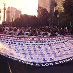 Padres de estudiantes desaparecidos encabezan megamarcha del Ángel al Zócalo. #Ayotzinapa http://t.co/j1McroSv9S