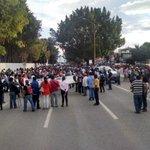 Marcha en solidaridad con #Ayotzinapa CU al zócalo #Oaxaca. PRESENTACIÓN CON VIDA YA @ujrmnacional @FPR_Florentino http://t.co/dM7nJLfZ5n