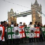 #MÉXICO En América y Europa realizan manifestaciones por estudiantes desaparecidos. http://t.co/DA8BAJb3Kd http://t.co/QapPh45hCV