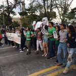 Por qué por qué nos asesinan? Si somos la esperanza de América Latina #AccionGlobalAyotzinapa http://t.co/azgGGbnLBI
