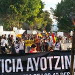 Normalistas, universitarios y maestros de la @SECCIONXXII marchan en #Oaxaca #AccionGlobalAyotzinapa http://t.co/VH62ocgqcy