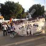 Inicia marcha de org. sociales, CENEO y S-22 en exigencia de justicia para caso Ayotzinapa. #Oaxaca http://t.co/1lZtQKfGCy
