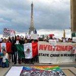 Desde Francia envían solidaridad con los desaparecidos en Iguala #TodosSomosAyotzinapa http://t.co/f5hChkToNR http://t.co/vA5KWNoPan