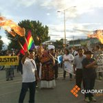 Con antorchas se prepara @SECCIONXXII para salir en marcha hacia el Zócalo. Foto: Oscar García #Ayotzinapa http://t.co/Og8dvU1GkI