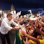 """RT @AecioNeves: """"Com a força de Minas serei eleito presidente e construiremos uma nova página na história deste país""""#Aécio45 http://t.co/RqrtpcF9DA"""
