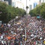 """RT @lajornadaonline: """"Este problema ya no es estudiantil, es social; inicia el cambio"""": #AccionGlobalAyotzinapa http://t.co/twLAc15SVB http://t.co/HkVqch69Nr"""