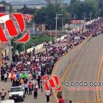 Sale marcha de CU al Zócalo, así la vista desde el distribuidor vial #Oaxaca #twitteroax @RIVAC_OAX @retioMXOAX http://t.co/w3oFGy8tJB