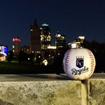 #Game2 in 20 minutes! Lets #TakeTheCrown @Royals! #Royals #WorldSeries #KansasCity Thnx @JonDKC 4 the photo. http://t.co/owba28Vy3H