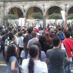 Se manifiestan jóvenes del colectivo #TodosSomosAyotzinapa en palacio municipal tapatío - @HdzFa http://t.co/2yNkZRooKZ