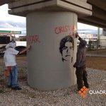 RT @Quadratinoaxaca: Jóvenes cubiertos del rostro realizan pintas durante el trayecto de la marcha hacia el Zócalo #Ayotzinapa http://t.co/NkCp8TWQKM