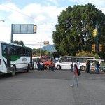 Continúa bloqueado el crucero de Fonapas @RIVAC_OAX @SecTecOax @sofyvaldivia @cruz_montiel @Betillocruz http://t.co/OCasgikEqE