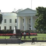 RT @NBCNews: MORE: Another man jumps White House fence http://t.co/BSraImP90n http://t.co/VSJM48AP36