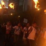 """RT @viridibloo: """"@Revolucion3_0: encienden antorchas p exigir presentación c vida d normalistas #Ayotzinapa #43ConVidaYa http://t.co/m8n4qVrqji"""" @AER1283"""