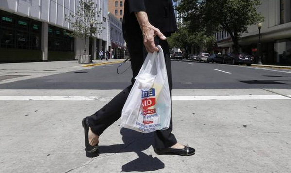 #Plastic industry gives $1.2 million to repeal bag ban! >_< http://t.co/hXRcIvKB5N http://t.co/E1iC3qTsRk
