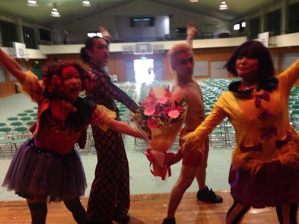 やっほう!上甲子園中90分公演走り切りました。面白かったなあああ!お花もありがとう☆また会おうねー!!!は http://t.co/aT8cAZvFXV