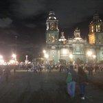 RT @Revolucion3_0: 20:10 Se va llenando el Zócalo de manifestantes #Ayotzinapa #43ConVidaYa foto: @Vladimir3_0 http://t.co/NXcXUITqrD