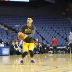 RT @Lakers: .@JLin7 gets familiar with the court in Ontario. Tipping off preseason game 7 in 45 minutes. #GoLakers http://t.co/BVKg1GxbMA