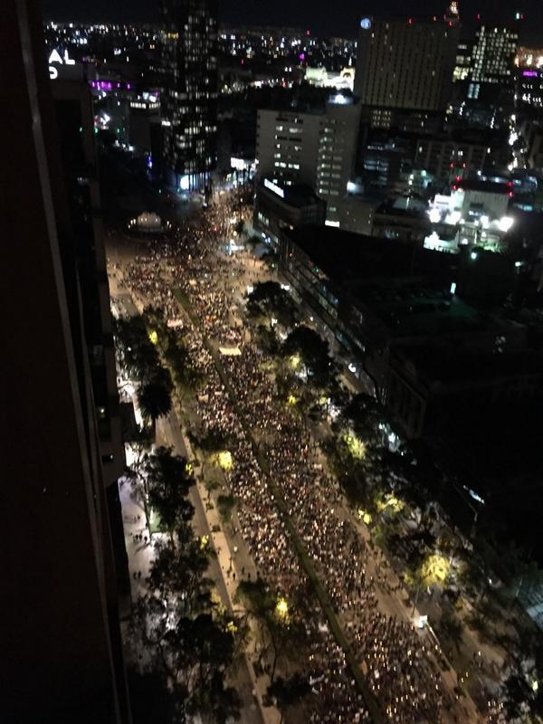 Impresionante la marcha.. Nunca había visto algo tan cabrón! http://t.co/it1HvrVMdN