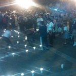 Tapatíos prenden veladoras a un costado de Catedral; exigen que regresen vivos 43 desaparecidos en #Ayotzinapa. http://t.co/moj6fegKCp