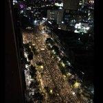 RT @Pajaropolitico: Así la marcha #UnaLuzPorAyotzinapa desde las alturas. (vía @paw) http://t.co/kY2yCWqudN