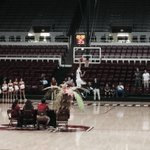 RT @araceliortiz: @stanfordbball dunk contest judged by #TheTree #stanford6thman and #jerryyang #gostanford http://t.co/5AxFDBRLq5