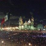 """""""@IPN_Comunidad: Estudiantes del #IPN, de otras universidades y ciudadanos en el Zócalo. #UnaLuzPorAyotzinapa http://t.co/2DTFRvQ3Pm"""""""