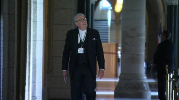 "Moments after the shooting Kevin Vickers, Sergeant at Arms, walks halls of Parliament  Mps call him ""a hero"" #cdnpoli http://t.co/WgPODXGBKR"