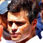 RT @360UCV: #22Oct Ante agresiones contra @leopoldolopez presos gritan consignas en apoyo Vía @acaballoregalao #360UCV http://t.co/QxFZhaRnAV