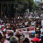 RT @el_pais: Una protesta masiva en México DF exige que se esclarezca el 'caso Iguala' http://t.co/U1FdC3qSaS http://t.co/Ol6HKqQ7TX