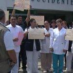 Exigen empleados del hospital de Zoquipan incremento salarial #Vídeo http://t.co/HXZVORZb32 http://t.co/1lbuHevCE2