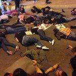 Manifestantes bloquean puente libre en apoyo a normalistas #exafm98.3 #NormalistasDeAyotzinapa http://t.co/c08pgRw0zj