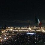 RT @Tapirapi0_0: ¡Mira @EPN por fin conseguiste llenar el Zócalo sin acarreados!! #Zócalollenosinacarreados #EPNBringThemBack http://t.co/NdJPdxKHzA