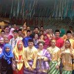 Keren RT @SMANDA49 Ubay foto bareng peserta Bujang Dare dan Guru guru nih #SMANDA49 @UbayIDOL8 http://t.co/90EFlzDyaG