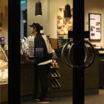 RT @EXOcastle: [UPDATE] 141023 Luhan was seen at a coffee shop yesterday (10/22) |cr: Sina music http://t.co/bQ4lbJzZxZ http://t.co/qM2pPjWRcO