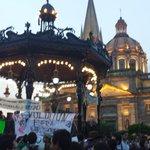 RT @rmartinmar: En Guadalajara: Plaza llena, corazón contento #AccionGlobalAyotzinapa #AyotzinapaSomosTodos http://t.co/rkHpRHs5vz