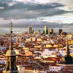 Hoy os damos los buenos días desde los bonitos tejados de #Madrid y gracias al fantástico @dodafoto ¡Feliz viernes! http://t.co/pEg31kFYGu