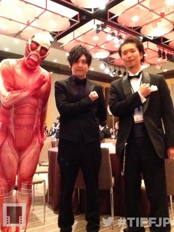これからレッドカーペット! #TIFFJP #東京国際映画祭 with 劇場版「進撃の巨人」前編~紅蓮の弓矢~ http://t.co/UwKrAKor1Y